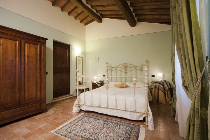Bed breakfast a cortona camere in toscana con vista su for Case con 2 camere matrimoniali